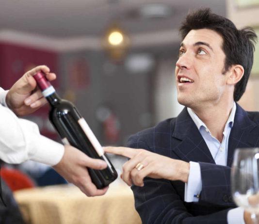 commander-un-vin-au-restaurant